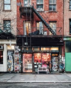 "Davina⚡️ (@heydavina) on Instagram: ""I can't help but love New York facades  . #facadelovers #straightfacade #nyc #manhattan…"""