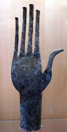 Left hand, Etruscan. 650 BCE. Bronze, Italy.