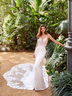 Pallas - 2021 Enzoani | Enzoani Monique Lhuillier, Crepe Skirts, Georgette Fabric, Romantic Look, Mermaid Gown, Body Contouring, Chantilly Lace, Nigella, Embroidered Lace