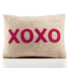 I love this cute hugs and kisses pillow. This would be a very easy DIY Craft to make. Cut out felt and attach to a pillow for Valentines Day or Just Because.