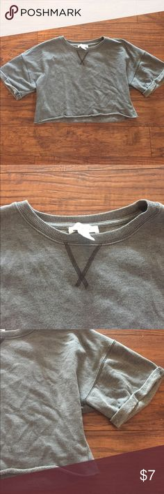 Gray Sweatshirt Cropped Top Forever 21 Gray sweatshirt cropped top. Never worn. Forever 21 Tops Crop Tops