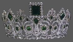 The Norwegian emerald  parure is one of the  loveliest, with the dark,  rich green of the rain  forest. Its origins goes  back to Napoleon with the  neo-Classical design common  for that time. The original  owner was reportedly the  Empress Josephine, making  its way first to Sweden  through Princess Josephine  of Leuchtenberg.