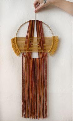Yarn Wall Hanging, Wall Hangings, Modern Tapestries, Rv Redo, Idee Diy, Macrame Cord, Macrame Design, Macrame Patterns, Yarn Colors