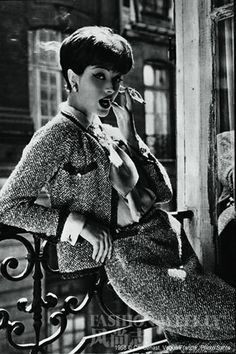 Chanel Little Black Jacket of Past and Present Marie-Helene Arnaud, the allure of Chanel Photo by Sante Forlano. © Marie-Helene Arnaud, the allure of Chanel Photo by Sante Forlano. Chanel Vintage, Glamour Vintage, Coco Chanel 1920s, Chanel Chanel, Vintage Beauty, Chanel Model, Chanel Style, Chanel Room, Coco Chanel Fashion