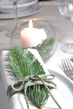 Christmas setting table. Inspirations... Natale a tavola...  www.vivreshabbychic.com