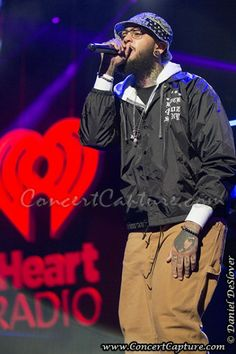 Travie McCoy Photos - 103.5 KISS FM Jingle Ball Travie Mccoy, Kiss Fm, Concert Photography, Musicals, Stock Photos, Fictional Characters, Fantasy Characters, Musical Theatre