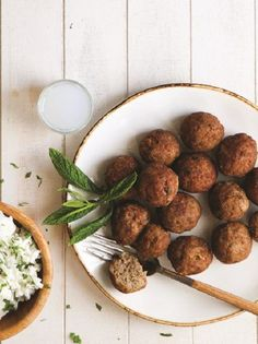 Fried meatballs with fresh herbs packed with Mediterranean flavors? Greek Recipes, Almond, Recipies, Food Porn, Food And Drink, Meals, Cooking, Ethnic Recipes, Recipes