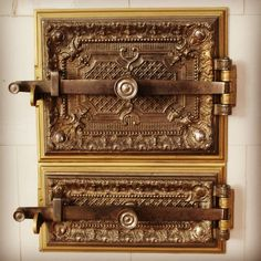 Vzorník Křížovy vily #muzeumzatec #muzeum #vila #villa #vzornikkrizovyvily #saaz #zatec #krizovavila #kralovskemesto #kralovskemestozatec… Door Handles, Decorative Boxes, Instagram, Home Decor, Door Knobs, Decoration Home, Room Decor, Home Interior Design, Decorative Storage Boxes