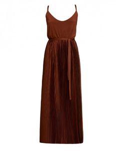 rot/braunes Maxi-Trägerkleid mit Falten und tiefem V-Auschnitt von Undress <3 #undress #showroomde #maxikleid #traegerkleid #rot #braun #Bordeaux