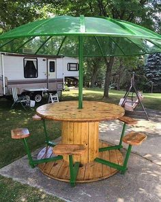 Awesome picnic table from cable spool, reclaimed wood and an old satellite dish! Awesome picnic table from cable spool, reclaimed wood and an old satellite dish! Wooden Spool Tables, Cable Spool Tables, Cable Spool Ideas, Spools For Tables, Wooden Cable Spools, Wood Table, Cable Reel Table, Sewing Tables, Wood Patio