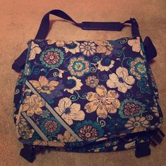 Vera Bradley laptop/messenger bag Used but in good condition with lots of pockets Vera Bradley Bags Totes