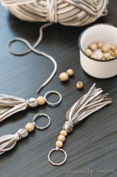 Boho yarn and wooden bead tassel - # yarn bead .- Boho Garn und Holzperle Quaste – Boho yarn and wooden bead tassel - Diy Jewelry Rings, Diy Jewelry Unique, Diy Jewelry To Sell, Beaded Jewelry, Sell Diy, Jewelry Making, Wire Jewelry, Making Bracelets, Wire Bracelets