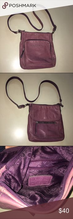 Light purple fossil leather cross body purse Great condition! Multiple pockets to hold all you need! Feel free to ask questions or make an offer!:) Fossil Bags Crossbody Bags