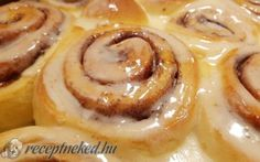 Cinnabon – amerikai fahéjas tekercs Cinnabon, Cinnamon Rolls, Food And Drink, Menu, Menu Board Design, Cinammon Rolls