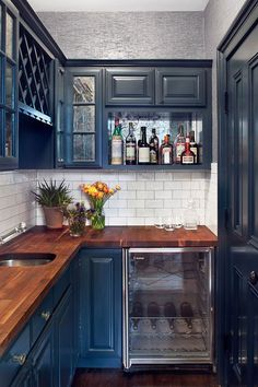 Merveilleux Chic Dark Blue Touch Kitchen Design. Dark Blue Kitchen Cabinets, Tile  Counter Tops Kitchen