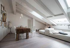 Abbinare bianco e legno in #mansarda #decor #design #attic