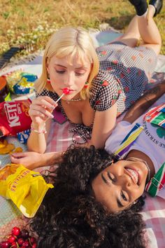 Tumblr Fotos Instagram, Pretty People, Beautiful People, Cute Lesbian Couples, Poses References, Summer Aesthetic, Rainbow Aesthetic, Pink Aesthetic, Teenage Dream