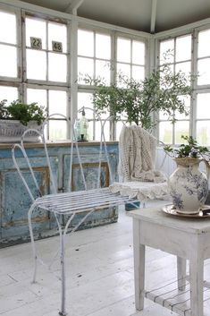love the window brightness...and that loveseat is to die for!      Ana Rosa