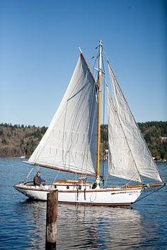 Gaff-rigged, tops'l cutter Ripple. Seattle, WA. http://svripple.blogspot.com/