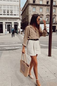 25 Ways To Style A Button-Down Shirt outfits women over 40 casual Mode Outfits, Casual Outfits, Fashion Outfits, Fashion Tips, Fashion Hacks, Fashion Ideas, 2020 Fashion Trends, Fashion Essentials, Simple Outfits