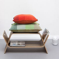 MONOQI - Embrace Tisch Walnuss  http://monoqi.com/de/flash-sale/innovatives-holzdesign/john-green-design/embrace-tisch-walnuss.html