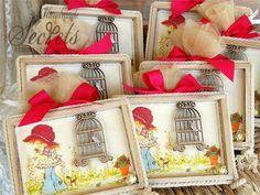 χειροποίητα καδράκια για μπομπονιέρες με θεμα sarah kay Sarah Kay, Gift Wrapping, Gifts, Design, Decor, Gift Wrapping Paper, Decoration, Presents, Decorating