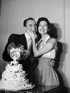 Ava Gardner and Frank Sinatra, 1951 : 40 Cool Vintage Photos of Celebrity Weddings