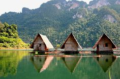 Google Image Result for http://www.thailand-travelonline.com/wp-content/uploads/2009/04/khao-sok-floating-bungalow1.jpg