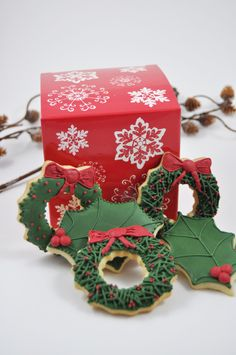 You will receive one dozen Christmas themed sugar Cookies of Approximately 3 X 3 in each. 6 mistletoe cookies 6 christmas wreath cookies of each wreath design shown in the pictures) Your Christmas Christmas Deserts, Christmas Goodies, Christmas Baking, All Things Christmas, Christmas Kitchen, Green Christmas, Christmas Ideas, Christmas Wreath Cookies, Christmas Cupcakes