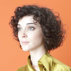 Actor by St. Vincent (Vinyl, (USA)) for sale online Annie Clark, St Vincent Actor, Saint Vincent, St Vincent Album, Pop Rocks, Short Curly Hair, Curly Hair Styles, Curly Girl, Curly Bangs