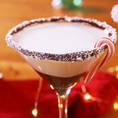 Boozy Chocolate Peppermintinis Peppermint bark fans, meet your match. If you're feeling EXTRA, pair it with our other favorite holiday treat, pretzel peppermint bark. We won't judge. Christmas – Cocktails and Pretty Drinks Christmas Cocktails, Holiday Cocktails, Holiday Desserts, Holiday Recipes, Popular Cocktails, Party Drinks, Fun Drinks, Yummy Drinks, Alcoholic Drinks