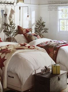 120 Cozy Farmhouse Christmas Decorations Done in Adorable Country Style That You'd Love To Take Inspiration From – Hike n Dip – Chic farmhouse decor Cabin Christmas Decor, Christmas Bedding, Easy Diy Christmas Gifts, Indoor Christmas Decorations, Christmas Home, Rustic Christmas, White Christmas, Tan Bedroom, Cozy Bedroom