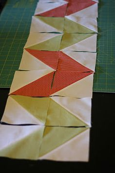 patchwork barrado em seminole - Pesquisa Google Quilt Square Patterns, Patchwork Patterns, Square Quilt, Panel Quilts, Quilt Blocks, Seminole Patchwork, Sewing Crafts, Sewing Projects, Table Runner Tutorial