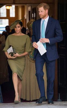 The Duchess of Sussex Meghan Markle attends the christening of Kate Middleton and Prince William's son, Prince Louis, with Prince Harry in a stunning look by TK. This also marks the first Markle has been seen out with her new nephew. Meghan Markle Stil, Estilo Meghan Markle, Meghan Markle Dress, Meghan Markle Outfits, Prince Harry Et Meghan, Meghan Markle Prince Harry, Princess Meghan, Vestidos Ralph Lauren, Prince Harry