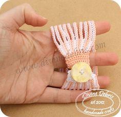 Leah bracelet - free crochet pattern by Divine Debris