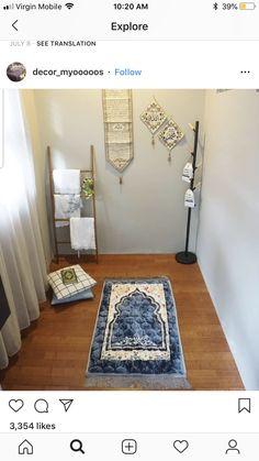 Decoration Shabby, Mode Turban, Prayer Corner, Beautiful Houses Interior, Islamic Prayer, Ramadan Decorations, Prayer Room, Minimalist Design, Living Room Decor