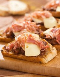 Crostini with Fig & Brie & Prosciutto - lovely appetizer for Easter brunch