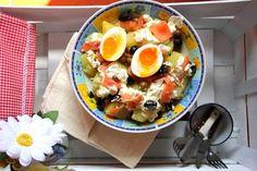 ¡Hola a todos!      Hoy vuelvo con otra receta super rápida y sana para afrontar con energía nuestra vuelta al cole particular.  Las ensalad...