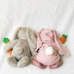 BABY BUNNY 😍 The cutest pair of cotton tails we ever did see. Who is dressing their little bunny up for Easter?⁣ Wishing everyone a safe and happy Easter long weekend! Cute Little Baby, Baby Kind, Cute Baby Girl, Baby Love, Korean Babies, Asian Babies, Cute Baby Pictures, Baby Photos, Funny Babies