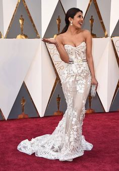 PRIYANKA CHOPRA AT THE 2016 OSCARS RED CARPET http://zntent.com/priyanka-chopra-at-the-2016-oscars-red-carpet/