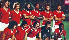 Benfica!!! Época 74/75. Em pé da esquerda para a direita: Eurico, Artur, Barros, Jordão, Vítor Baptista e Toni. Em baixo, pela mesma ordem: Moinhos, Nené, Vitor Martins, Bento e Messias.