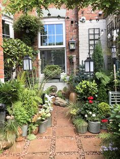 Small Water Gardens, Small Courtyard Gardens, Little Gardens, Small Backyard Gardens, Small Space Gardening, Garden Spaces, Back Gardens, Backyard Landscaping, Balcony Garden