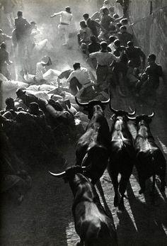 https://flic.kr/p/9roFpb | Fiesta in Pamplona, by Inge Morath | firsttimeuser.tumblr.com/photo/1280/2490954494/1/tumblr_l...