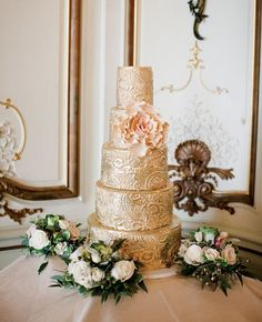 gold wedding cake http://trendybride.net/pretty-in-pink-glam-in-gold-wedding-cakes/ #weddingcakes