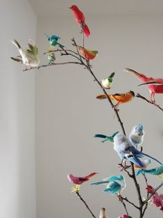 Would also be cute as a decoration in the nursery if we keep an open theme or do a similar nature theme. Maker of Nursery Butterfly mobiles. Fake Birds, Craft Projects, Projects To Try, Theme Nature, Arts And Crafts, Diy Crafts, Vintage Birds, Boho Baby, Bird Feathers