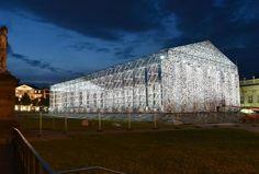 """Kassel steht wieder ganz im Zeichen der Kunst: Der """"Parthenon der Bücher"""" ist ein documenta-Kunstwerk der argentinischen Künstlerin Marta Minujin. Foto: Uwe Zucchi"""