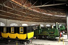 Vehicles ferroviaris a la Rotonda  by Museu del Ferrocarril de Catalunya, via Flickr