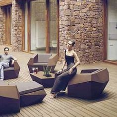 Modern Vondom Faz outdoor lounge chairs for the patio and outside room. Outdoor Lounge, Indoor Outdoor, Outdoor Dining, Sofa Design, Futuristisches Design, Interior Design, Yanko Design, Cabin Design, Gardens