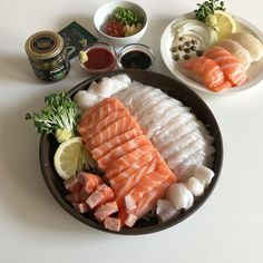 Image shared by ➳ ❝ ℊ𝚞𝚖𝚒𝚗𝚐 I ❞. Find images and videos about food, korean and asian on We Heart It - the app to get lost in what you love. Think Food, I Love Food, Good Food, Yummy Food, Comida Picnic, Asian Recipes, Healthy Recipes, Juice Recipes, Ethnic Recipes