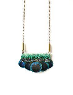 Brodé à la main collier de plumes de paon / vert par jujujust, $80.00